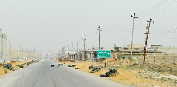 Straße nach Karamles in der Ninive-Ebene kurz nach der Befreiung vom IS