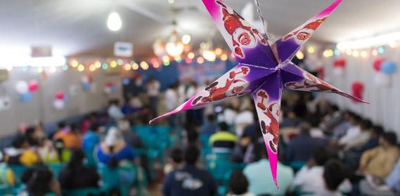 Weihnachtsdekoration bei einem geheimen Treffen von Christen in Saudi-Arabien