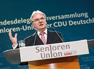 Das Bild zeigt Dr. Reiner Haseloff bei einer Rede auf der 16. Bundesdeligiertenversammlung der Senioren-Union