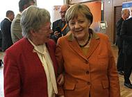 Helga Karp und Angela Merkel