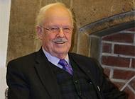 Das Bild zeigt Prof. Dr. Wulff