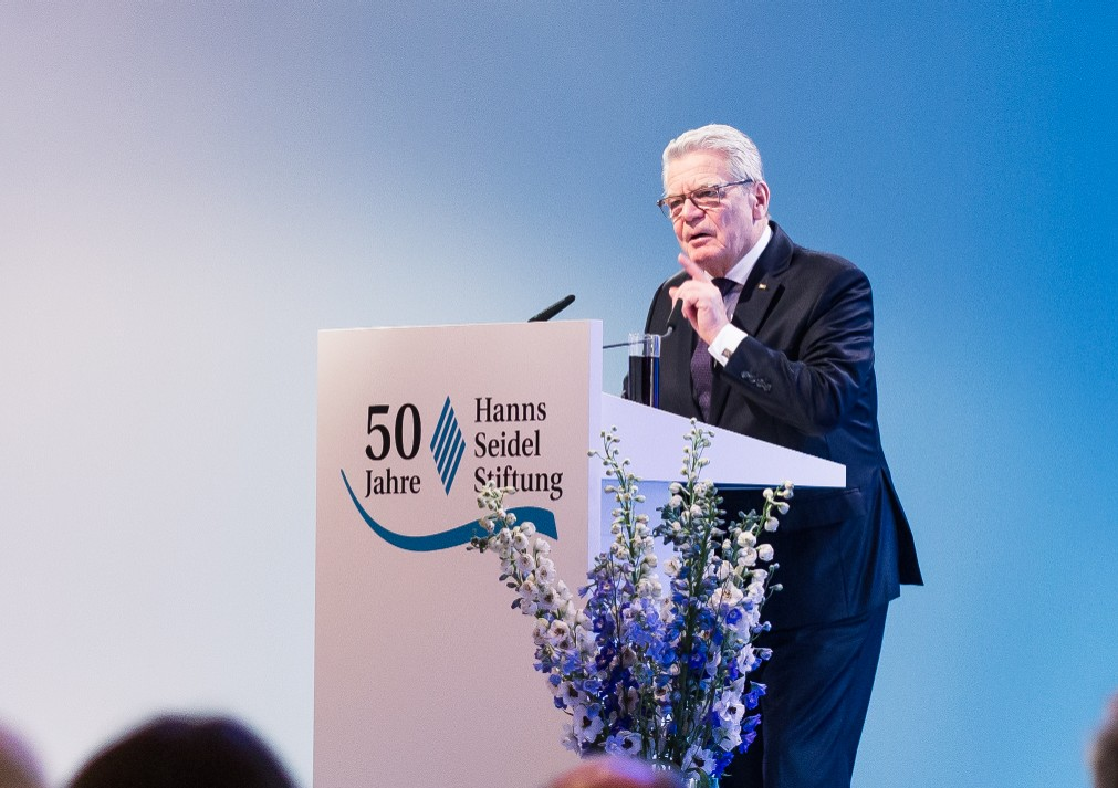 Bundespräsident Gauck an Link-Rednerpult