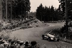 Zuschauer an der                                             Nordschleife beim GP                                             Deutschland 1934 - Foto                                             Daimler AG