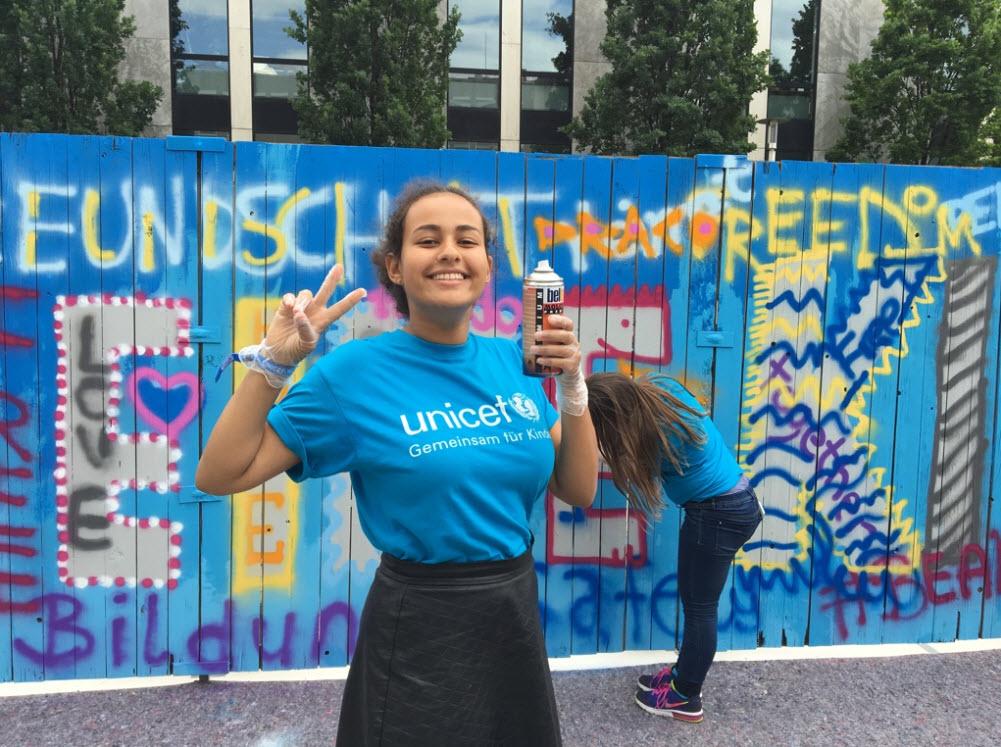 #sprayforpeace-Mädchen in Nürnberg. Quelle: UNICEF