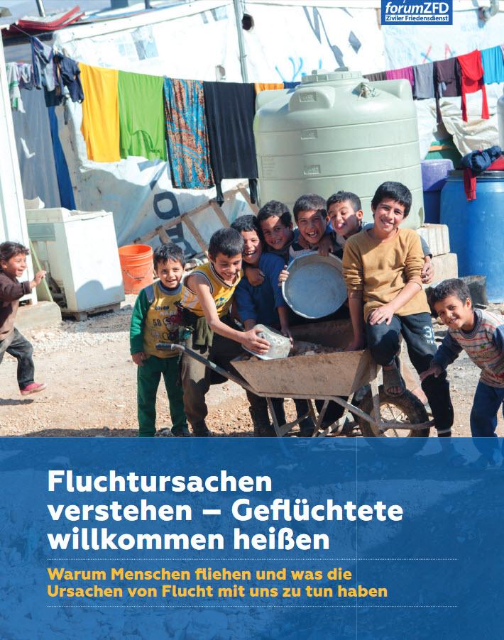 """Titelseite Material """"Fluchtursachen verstehen – Geflüchtete willkommen heißen."""" Quelle: forumzfd.de"""