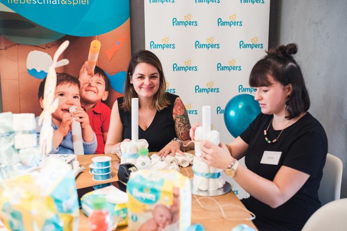 Hauptsponsor Pampers lud Mamablogger und Papablogger zum Windeltorten-Basteln ein. Foto: Josephine Neubert Fotografie für styleranking