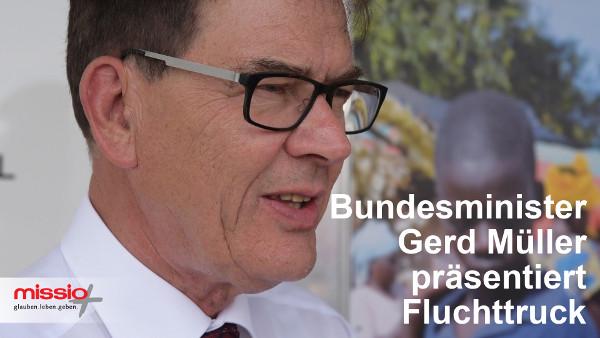 Film: Bundesminister Müller präsentiert neuen Flucht-Truck