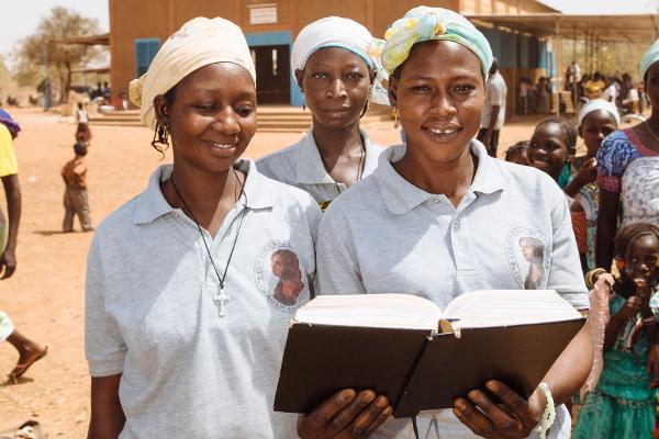 Frauen in Burkina Faso beten