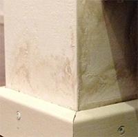 Der Klisko Isoliergrund ist eine schnelltrocknende Isolierfarbe mit guter Absperrwirkung für innen und aussen.