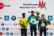 Die Sieger des Halbmarathon beim RheinEnergieMarathon Köln