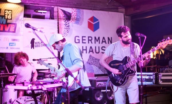 Still Parade Live im German Haus