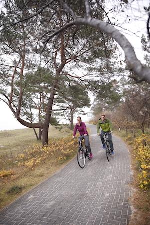 Radfahrer auf Rügen im Ostseebad Baabe, Foto TZR/ Christian Thiele