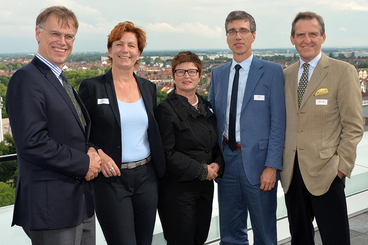 """Hochschule Bremen bedankt sich bei EWE und swb AG für Stiftungsprofessur """"Zukunftsfähige Energiesysteme"""""""