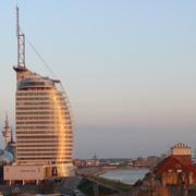 Atlantic Hotel Sail City im Sonnenlicht
