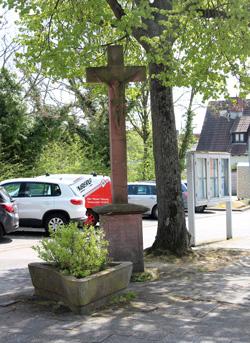 Steinkreuz an der Hornauer Bushaltestelle