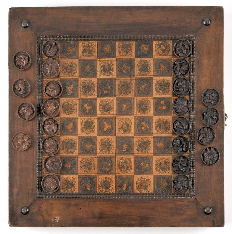 Spielbrett für Dame und Trictrac, © Museen der Stadt Regensburg, Foto: Michael Preischl, Eigentümer unbekannt, vgl. Lost Art-Datenbank: http://www.lostart.de/DE/Fund/582558