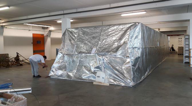 Zelt zur Begasung von Sammlungsgut mit Stickstoff