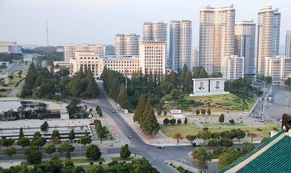 Nordkoreas Hauptstadt Pjöngjang – die Verehrung der Führer ist jedoch allgegenwärtig