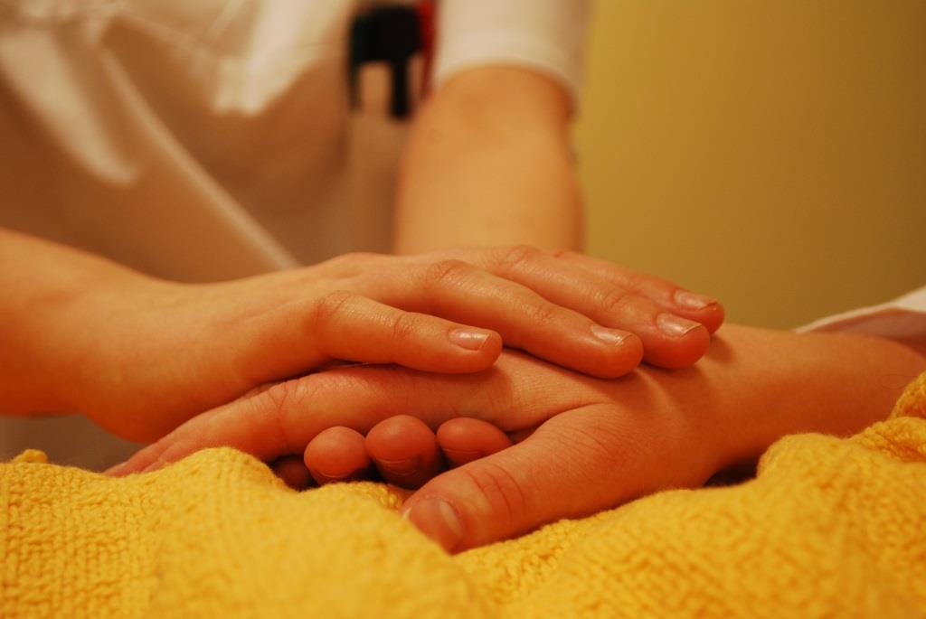 Hände, die sich halten