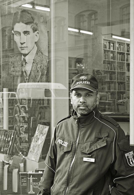 Platz 1:  Ein Schutzmann für Kafka  Foto: Detlef Seydel