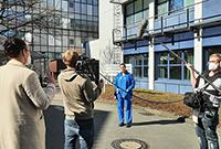 Foto (UKM): Meike Ista beim Interview für das TV-Format von Joko & Klaas.