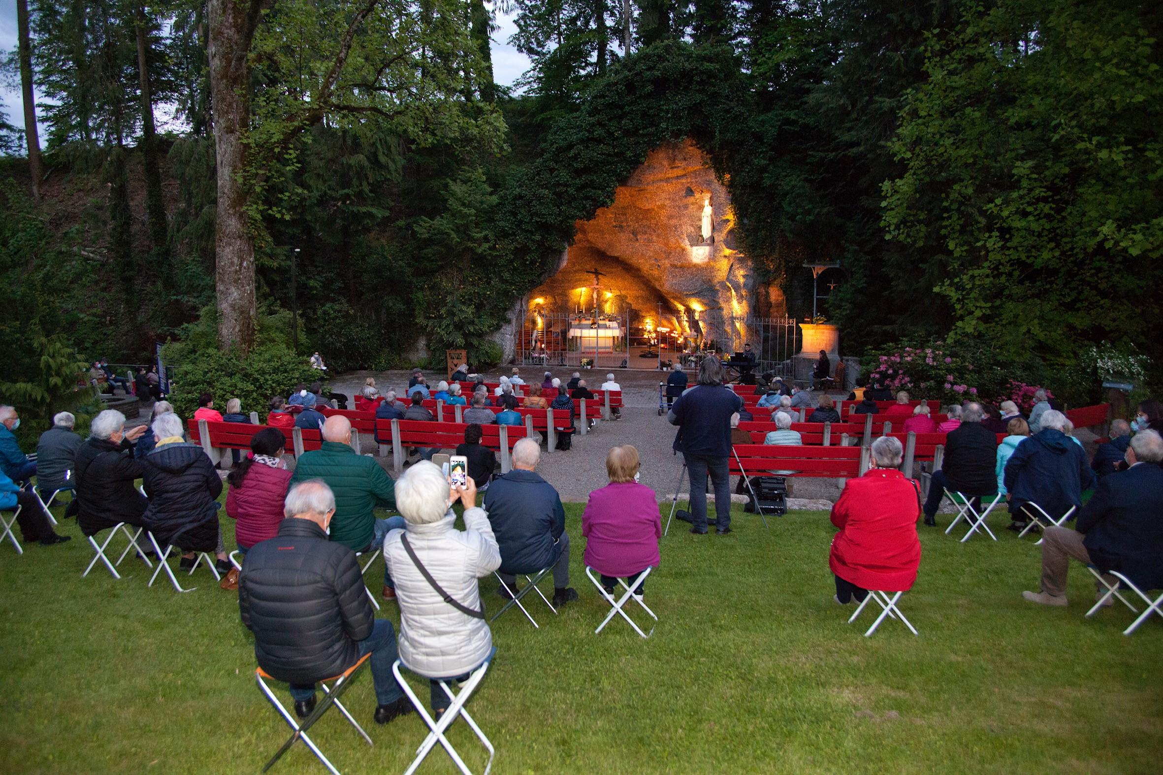Lange Nacht der Kirchen Lourdes Grotte Leuggern