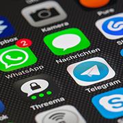 Smartphone Display mit verschiedenen Messenger Apps, Foto: pixabay, CC 0