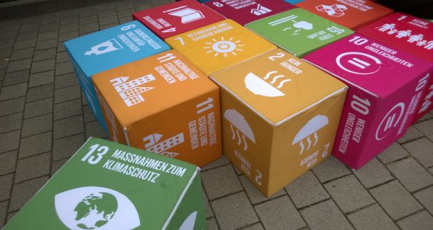 Auf dem Foto sind einige SDG Ziele zu sehen