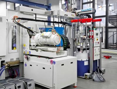 Blick in die Produktion bei Tepe: Die CXL 160 Silcoset von Krauss-Maffei, Bild: Krauss-Maffei