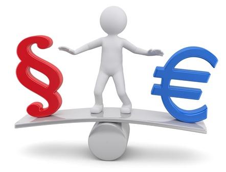 Waage mit Euro und Paragraphen