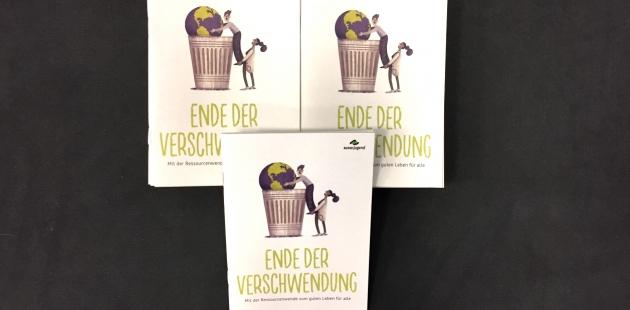 """Broschüre: """"Ende der Verschwendung – Mit der Ressourcenwende zum guten Leben für alle"""". Bildquelle: bundjugend.de"""