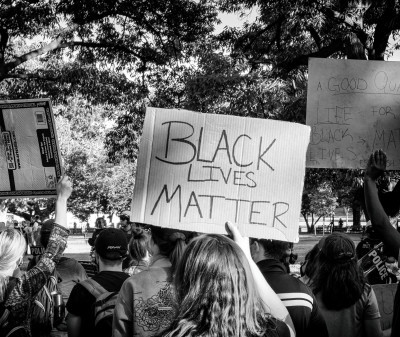 Black lives Matter- Banner, Quelle: Obi Onyeador auf unsplash