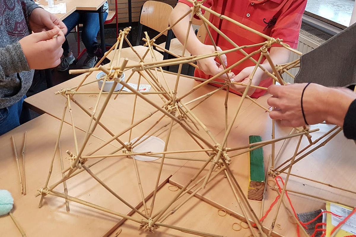 Materialkiste Abenteuer bauen, Quelle: www.weltinderschule.uni-bremen.de