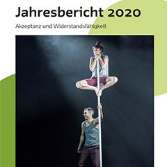 """Das Deckblatt des Jahresberichts 2020 spielt auf den Titel """"Akzeptanz und Widerstandsfähigkeit"""" ein - eine Akrobatin balanciert"""
