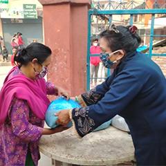 Corona verändert das Leben armer Menschen im globalen Süden schnell und dramatisch. Doch Sie können helfen: mit einer Corona-Nothilfe-Geschenkspende der Zukunftsstiftung Entwicklung