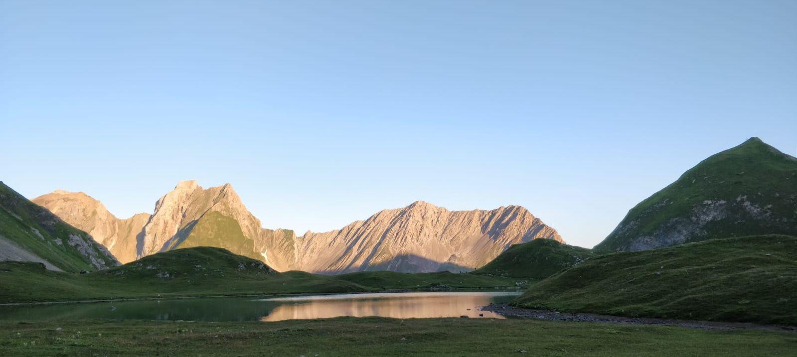 wunderschöner Blick in die tiroler Berge - E 5