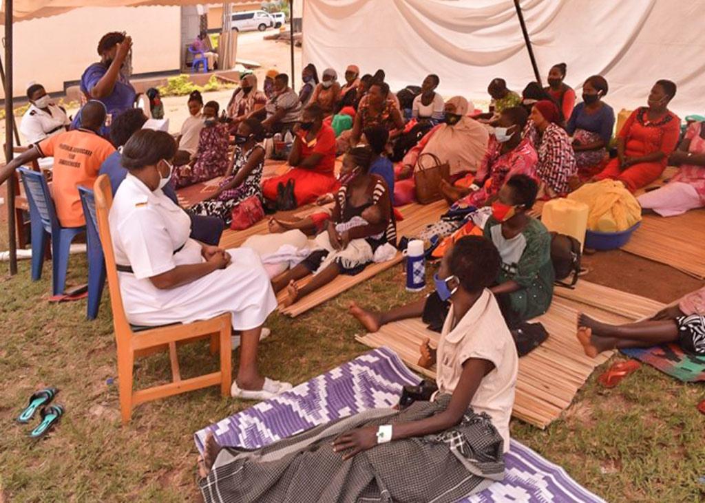Aufklärung von Fistula Patientinnen am Krankenhaus von Mbale Uganda
