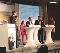 Bei der moderierten Diskussion tauschten sich interessierte Teilnehmerinnen und Teilnehmer der Mittelstandskonferenz aus. © PTKA