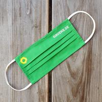 Ein Mund-Nasen-Schutz im grünen Design