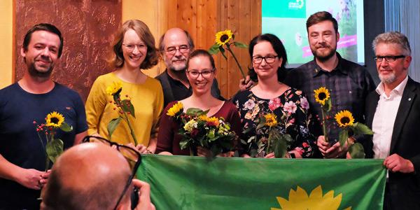 Gruppenbild: Landesvorsitzende Eva Lettenbauer und Eike Hallitzky mit den Mitgliedern des 100. grünen Ortsverbandes seit der Landtagswahl