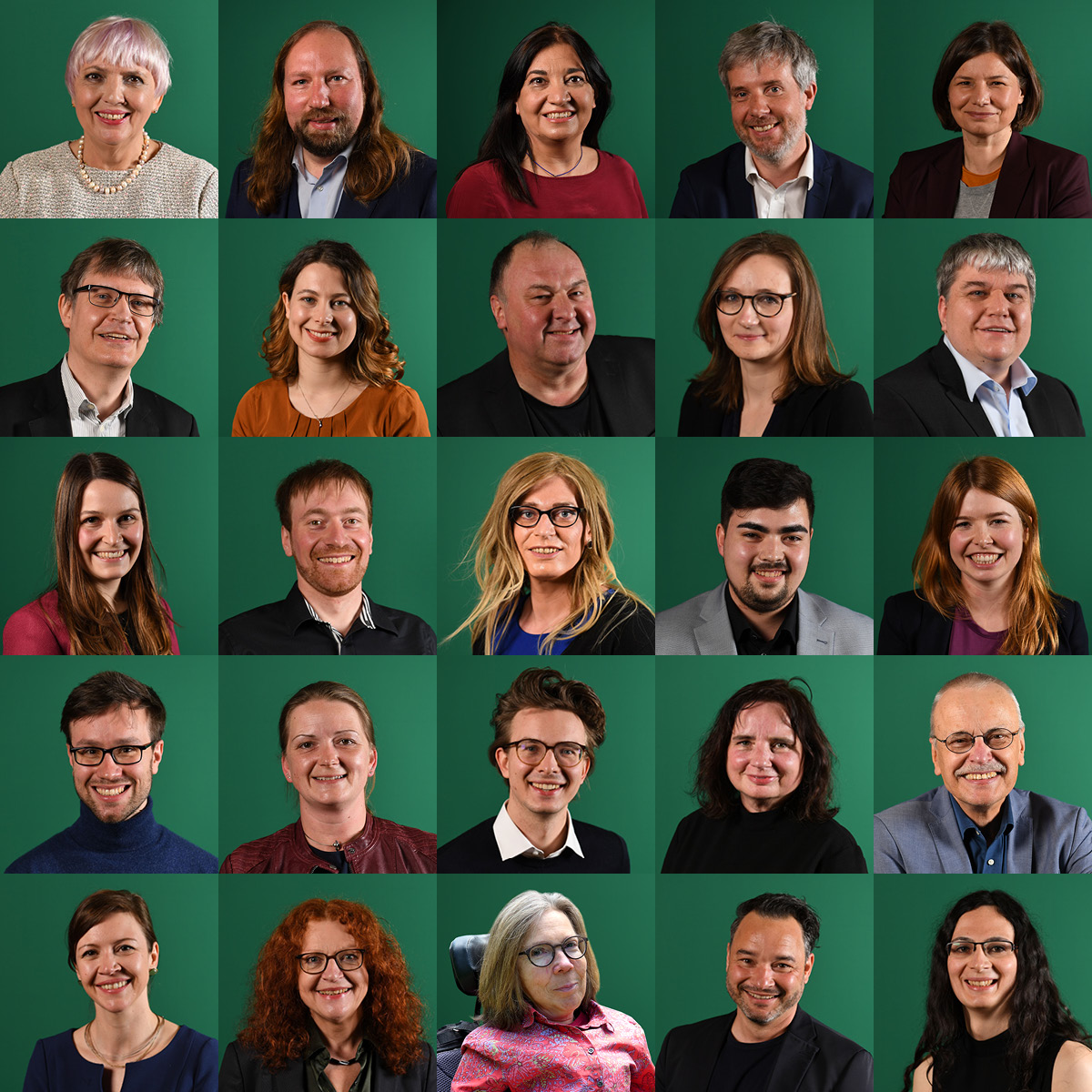Porträts der ersten 25 von insgesamt 64 Listenkandidat*innen der bayerischen GRÜNEN für die Bundestagswahl