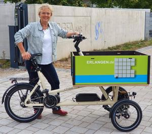 Susanne                                               Lender-Cassens testet die                                               neuen Lastenräder