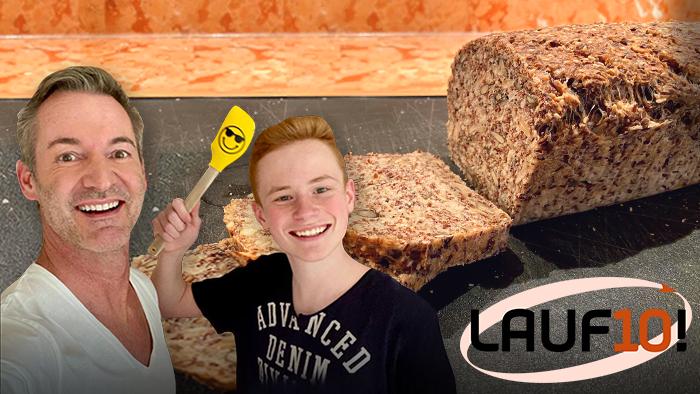 Christian Henze mit Sohn beim Brotbacken daheim / Foto: BR