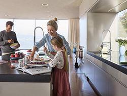 Familie in Küche