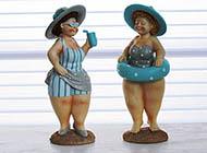 Dicke Damen mit Schwimmreifen