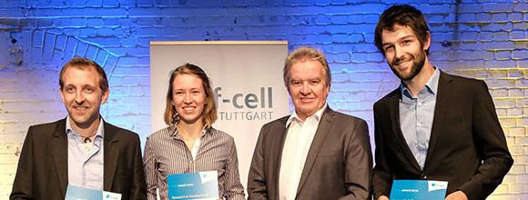 Umweltminister Untersteller überigbt den f-cell Award an das Hahn-Schickard-Team