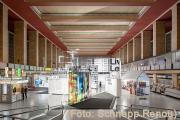 Blick von oben in die Ausstellungshalle