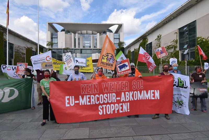 """""""EU-Mercosur-Abkommen stoppen!"""" Protest am Kanzleramt Juni 2020"""