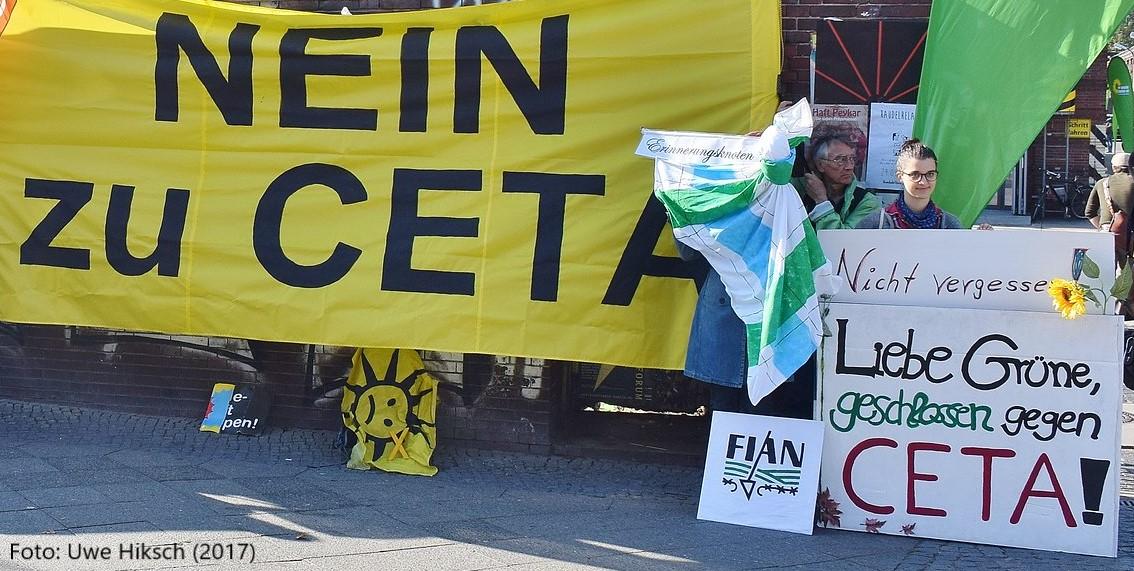 """""""Nein zu CETA"""" - Protest beim Länderrat der Grünen 2017 / Foto: Uwe Hiksch"""