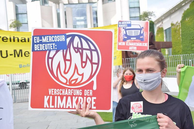 Protest gegen das EU-Mercosur-Abkommen am 29.6.2020 vor dem Bundeskanzleramt / Foto: Uwe Hiksch